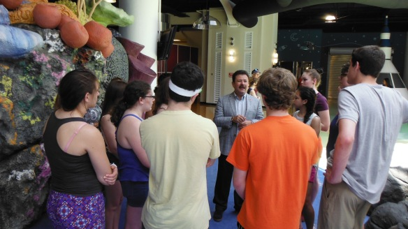 The Mayor for Carolina Municipality, Ing. José C. Aponte Dalmau speaks with BFA and Harford HS students at the Children's Museum in Carolina, PR